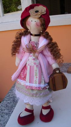 Maria viajante, feita toda à mão com tecido  100% algodão. By Rosangela Trujillo
