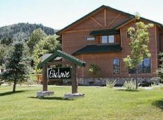 Steamboat Springs, CO: The Enclave is located on the mountain less than 1/2 mile from the Gondola. You can either walk to the mountain or hop on the shuttle and you are at t...