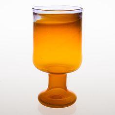 OIVA TOIKKA - Glass goblet/vase for Nuutajärvi Notsjö, Finland. [h. 20,5 cm] Glass Design, Design Art, Bukowski, Hurricane Glass, Finland, Modern Contemporary, Glass Art, Retro Vintage, Tableware