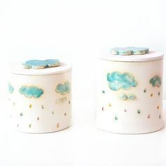 Handcrafted container with the motif of rain. Dostęone two containers, price for 1 piece Height without handle: 14cm, diameter of about 11.5 cm. Second 11cm, diameter of about 11.5 cm In fact,...