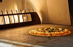 L'ambiance du V Pizzeria est très chaleureuse et feutrée. Toutes les pizzas sont cuites au four en céramique à haute température.
