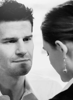 Absolutely beautiful picture of Booth and Bones from Bones, played by David Boreonaz and Emily Deschanel Booth And Bones, Booth And Brennan, Best Tv Shows, Best Shows Ever, Favorite Tv Shows, Bones Tv Series, Bones Show, Michaela Conlin, Seeley Booth