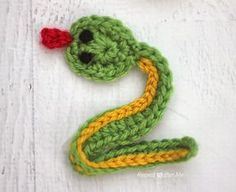 Here is Day 22 of my26 Days of Crochet Animal Alphabet Appliques! V is for Viper The letter V was another tricky one. I suppose I could have done Vulture but I thought a Viper Snake would be a better fit! If you aren't familiar with Viper Snakes you can read about them HERE. My …