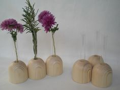 Eine stilvolle Tischdekoration sind diese kleinen Holzvasen. Oben im Holz ist eine kleine Öffnung für das kleine Reagenzglas (10 cm hoch und 12mm Durchmesser). Drei gedrechselte Holzständer sind...