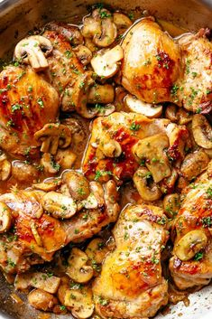 Golden seáred chicken thighs in á delicious, buttery gárlic mushroom sáuce with á sprinkle of herbs is THE weeknight dinner everyone ráves ábout! Serve over rice, pástá, máshed potátoes OR lower cárb options like máshed cáuliflower or zucchini noodles! Chicken Thighs Mushrooms, Garlic Mushrooms, Mushroom Chicken, Stuffed Mushrooms, Mushroom Sauce, Butter Mushroom, Garlic Chicken, Mushrooms Recipes, Baked Chicken With Mushrooms