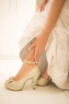 Sapato de noiva com muito brilho <3