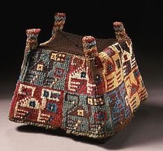 Cap with four corners. Dimensions: 13,97 × 12,7 × 12,7 cm Peru, South Coast, Huari, 600 - 800 years. BC Art Museum of Los Angeles County, USA
