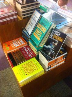 Meu livro ao lado de grandes nomes !!! #opoderdocoaching #livroalimentodaalma #coaching #fabiolarumichcoach