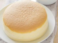 Japanese cheesecake with three ingredients- Pastel de queso japonés con tres ingredientes You will not believe it! This delicious Japanese cake, ideal for the sweet tooth, only carries … 3 ingredients! Food Cakes, Cupcake Cakes, Pan Dulce, Cheesecake Crust, Love Food, Sweet Recipes, Bakery, Sweet Treats, Dessert Recipes