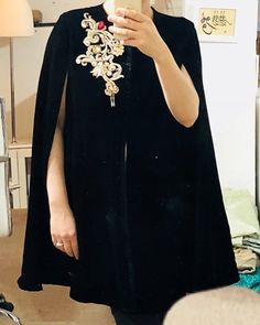 Hijab Fashion, Boho Fashion, Fashion Dresses, Fashion Design, Pakistani Bridal Couture, Velvet Dress Designs, Mode Abaya, Indian Designer Suits, Moroccan Dress