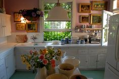 Trip to Bountiful, Belle West's Dream Home full of romantic beauty and one very interesting bird. Cosy Kitchen, Kitchen Layout, New Kitchen, Vintage Kitchen, Kitchen Design, Retro Kitchen Decor, Country Kitchen Inspiration, Cottage Kitchens, Pink Kitchens