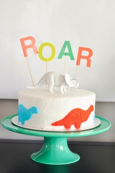 Turn a store-bought cake into a gorgeous dinosaur birthday party cake with a few simple decorating hacks | Live the Fancy Life