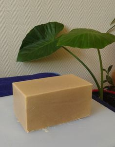 For those who are seriously into soap making, the concept of soap molds is an interesting one. What you need to understand is that when it comes to soap molds, there are so many options that are present. Needless to say, with soap mak Homemade Beauty, Diy Beauty, Beauty Women, Beauty Hacks, Diy Savon, Soap Making Kits, Magical Makeup, Homemade Soap Recipes, Milk Soap