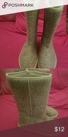 REDUCED Cute Cheetah Print boots Wore a couple times. Lightweight. Size 8. Really cute last kiss Shoes Winter & Rain Boots
