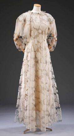 Белый органзы и чистая бальное платье Мадлен Вионнет.  Музей нет.  T.379-2009