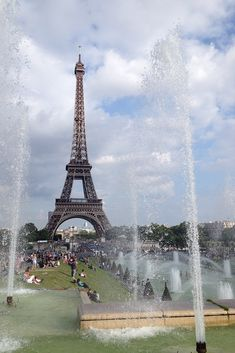 Vista para a Torre Eiffel, em Paris. #paris #europa #frança #torreeiffel