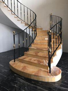 В данном заказе практически не было прямолинейных участков - в основном винты и радиуса! Перила для лестницы от http://www.metal-made.ru/service/