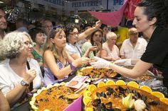 El #mercat de l'Abaceria va convocar molta gent en la seva primera #nitdetapes