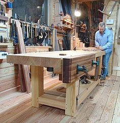 Woodworker James Oliver has built a massive workbench with French lines (tree trunk legs), English-style workholding (a twin-screw face vise) and some modern practicality (a quick-release vise in the end-vise position). Jet Woodworking Tools, Woodworking Magazine, Woodworking Workbench, Easy Woodworking Projects, Popular Woodworking, Wood Projects, Woodworking Techniques, Woodworking Furniture, Workbench Designs