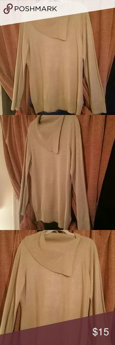 WOMEN'S SWEATER Gorgeous tan sweater with shinny gold threading and lovely neck line EUC Jaclyn Smith Sweaters
