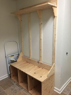 Best Mudroom Ideas to Brighten Your Entryway - Home and Gardens Mudroom Laundry Room, Bench Mudroom, Entryway Bench Storage, Entryway Bench Rustic, Hallway Tree Bench, Diy Bench With Storage, Mud Room Lockers, Door Hall Trees, Entryway Hall Tree