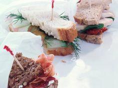 Fingerfood-Sandwiches - 3 Kreationen mit Hähnchen, Lachs und Parmaschinken 