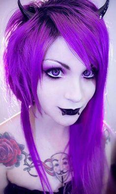 Make up stily Emo Scene Hair, Emo Hair, Goth Hair, Gothic Makeup, Gothic Beauty, Funky Hairstyles, Pretty Hairstyles, Locks, Purple Halloween