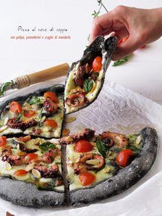 Pizza al nero di seppia con polpo, pomodorini e scaglie di mandorle di Tiziana