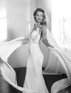 Tendance Robe du mariée 2017/2018  St. Patrick 2018 Collection modern lace wedding dress with cape