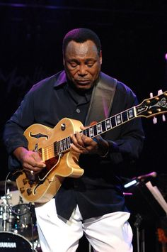 Become The Best Guitar Player Out There! Jazz Players, Best Guitar Players, Online Vinyl Store, Smooth Jazz Artists, Contemporary Jazz, Jazz Guitar, Jazz Musicians, I Love Music, Black Artists