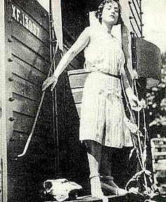 MARUJA MALLO (Ana Mª Gómez González). Vivero (Lugo), 1902- Madrid, 1995. Pintora surrealista española.