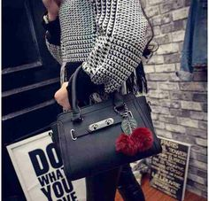 tas fashion wanita warna hitam,abu abu, 29*10*20 cm barang dan baunya 100% baru sebaiknya bunda menanyakan ketersediaan barang sebelum order.terimakasih. happy shopping ^_^