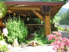 2008: Started working in the Italian restaurant at Ruby Lake Resort in British Columbia, Canada. Ate vegetables from the kitchen garden & eggs from the coop.