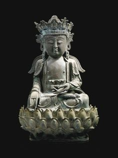 A BRONZE FIGURE OF BUDDHA PARE SEATED ON A LOTUS BASE - CHINA, MING DYNASTY, 16TH/17TH CENTURY