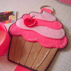 Ciara's Felt Cupcake Clip Holder from emmaleesboutique etsy shop