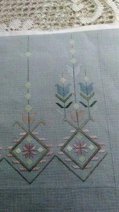 Tutorial on Hardanger embroide Hardanger Embroidery, Embroidery Applique, Cross Stitch Embroidery, Machine Embroidery Designs, Needlepoint Stitches, Needlework, Bargello, Thread Work, Cutwork