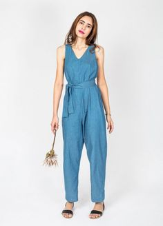 Free Peppermint pattern for you! This stylish jumpsuit is the perfect trans-seasonal piece. Created specially by In The Folds.