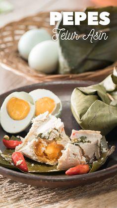 Nikmati kelezatan telur asin yang gurih bersama pepes tahu yang lembut. Sangat cocok untuk kamu yang sedang belajar masak, karena cara membuatnya yang mudah! Noddle Recipes, Egg Recipes, Kitchen Recipes, Cooking Recipes, Easy Dinner Recipes, Easy Meals, Cooking Cake, Western Food, Indonesian Food