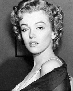 Norma Jeane (Marilyn Monroe) Parte ochenta y siete Hollywood Glamour, Hollywood Stars, Classic Hollywood, Old Hollywood, Arte Marilyn Monroe, Marilyn Monroe Artwork, Jean Loup Sieff, Actrices Hollywood, Norma Jeane