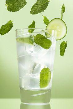 ¡Agua de Pepino refrescante con menta!