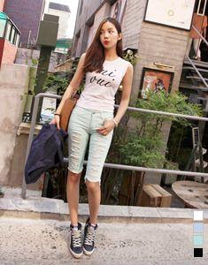 Today's Hot Pick :ダメージ加工5分丈カラースキニーパンツ【BAGAZIMURI】 http://fashionstylep.com/SFSELFAA0022545/bagazimurijp/out ダメージ加工カラースキニー5分丈パンツ!! ボーイッシュになり過ぎずキュートに着られるボトムスです。 裾はカットオフでヴィンテージ感のある仕上がりに♪ さり気ないダメージ加工がポイント! 程良い丈感で、動きやすく快適な履き心地☆ スパン配合のストレッチ素材で、脚にピタッとフィットし美脚効果を発揮します◎ シンプルだけどお洒落に決まる着回し力抜群のアイテム。 基本カラーからパステルカラーまで4色展開しています。 ◆4色:ミント/スカイブルー/ブラック/ホワイト