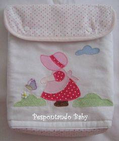 Porta Fraldas - Camponesa Pink Baby | Pespontando Baby | Elo7 Baby Drawer, Machine Applique Designs, Sunbonnet Sue, Hand Embroidery, Embroidery Designs, Diy And Crafts, Patches, Quilts, Crochet