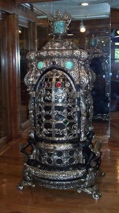 Rusty Iron Ranch Antique Stoves: Antique Stove One of a kind Sovereign Jewel - Round cut class jewels adorn the mica doors!