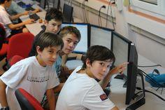 """""""Travaille"""" en groupe avec tes amis pour créer des courts métrages et des jeux vidéos ! #colos #telligo http://www.telligo.fr/embarquement-mult-immediat"""