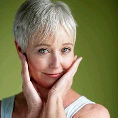 Best Platinum Haircuts for Older Women