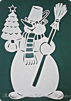 В этом году продолжаю делать на окнах Весёлых Снеговичков:) фото 7 Silver Christmas Decorations, Christmas Paper, Christmas Crafts, Christmas Ornaments, Christmas Quotes, Christmas Colors, Kirigami, Bastelarbeit Winter, Diy And Crafts
