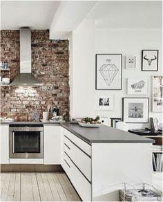 Bakstenen muur in een keuken
