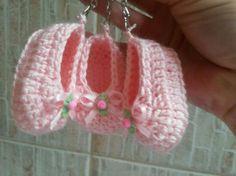 Zapatitos tejidos a crochet, varios colores, recuerdo p/ bautizo, presentacion o babyshower $ 18pz contacto 2225271141