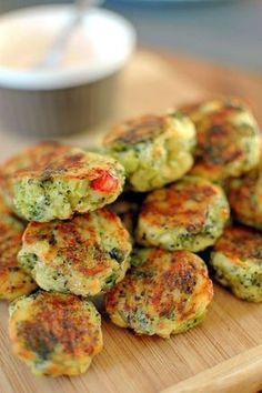 Potato croquettes with cheese and broccoli Kitchen Recipes, Cooking Recipes, Vegetarian Recipes, Healthy Recipes, Good Food, Yummy Food, Food Design, Food To Make, Breakfast Recipes