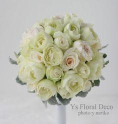 白バラとかすかに色の入ったバラのラウンドブーケ @パークハイアット ys floral deco